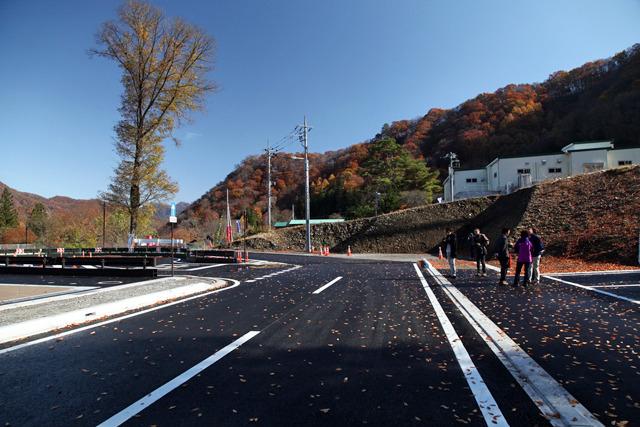 ここから温泉街へ直通する道が建設される