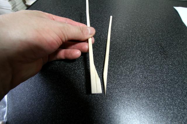 あーもう、割り箸をうまく割ることすらできない
