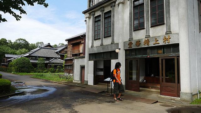 古い日本の建物が、