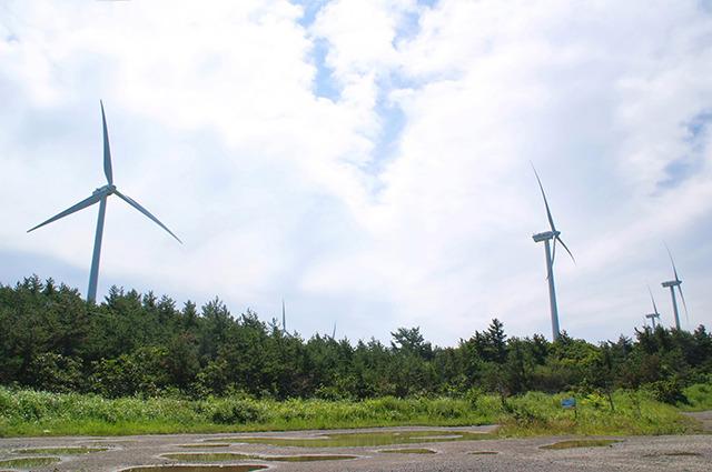 風が強い横浜町の風車。民間の電力会社のものらしい