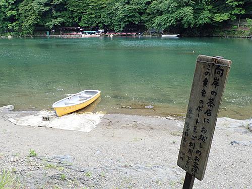 受付とかはなく、看板とボートだけが置かれているんですよ。