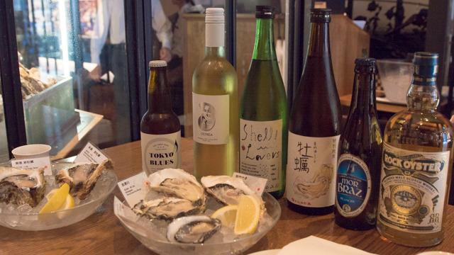 白ワインやスパークリング、日本酒が合うらしい。知らんうちに牡蠣と名のつく酒がドカドカ並んでたよ