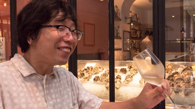 クワーッ、合う合う合う合う、合うよ、生ガキと東京と白ワイン! 森さんごめん! 森さんごめん! ほんとにごめん! ほんとにごめん!