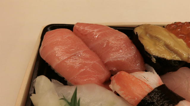 パック寿司なのに、こんなにいいネタが入っているの? テンションあがっちゃうな。