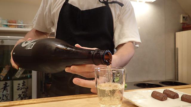 「燻製にはビンテージの日本酒が合うんです。」