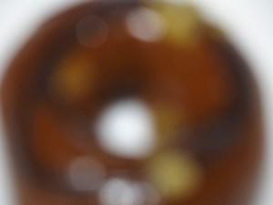 関係ないですが、ドーナツの穴写真をピンぼけさせると『街はきらめくパッションフルーツ』って感じがします。