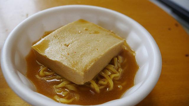 味噌ラーメンに高野豆腐