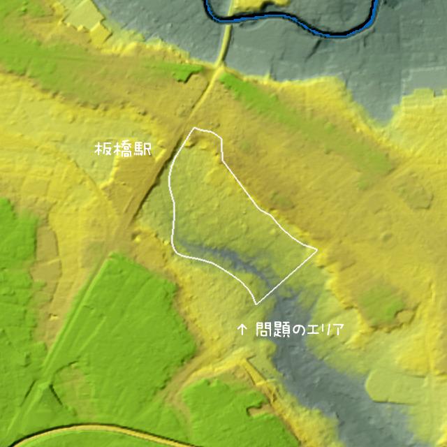 問題の北東境界線は崖線だ。(国土地理院「基盤地図情報数値標高モデル」5mメッシュをSimpleDEMViewerで表示したものをキャプチャ・加筆加工)