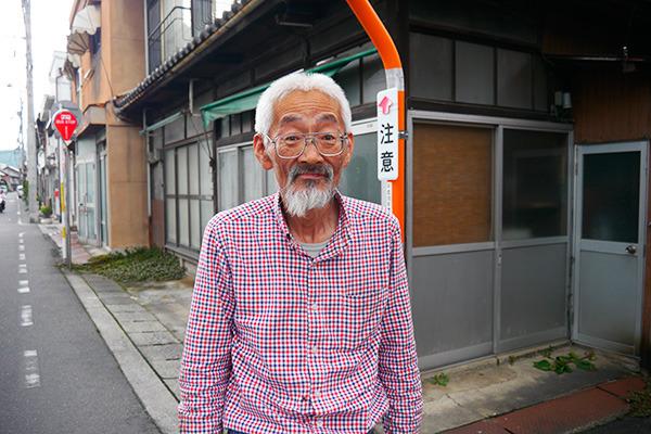 現在61歳 (「わしを撮ってどこに載せるのもかまわんけど、そんなもん誰も興味なんか持たん!!」と言ってるところを撮らせてもらった)