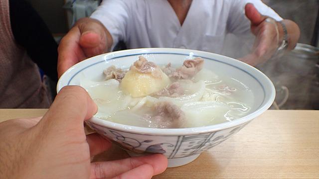 大阪のシチューうどんは、まさかの味でした。