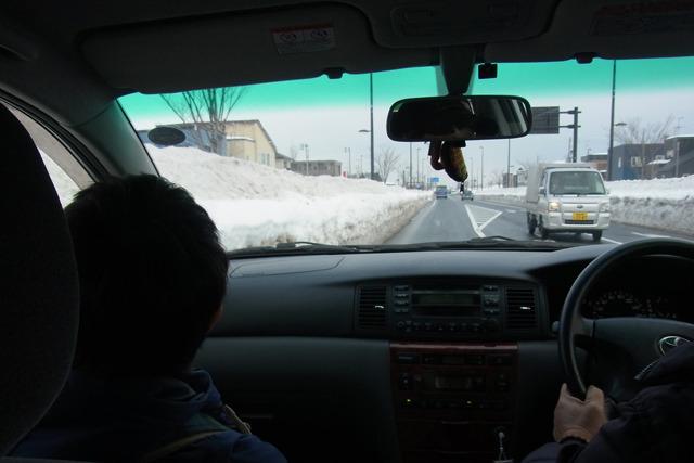 大雪が降っても、大きな道はすぐに除雪される