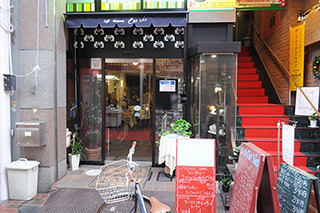 喫茶店、カラシ豆腐の気配なし。