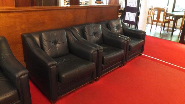 待合室のソファがフカフカ