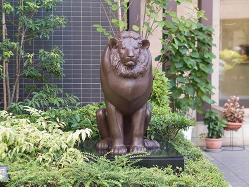 同じような写真が続くので、近所のマンションの前にあったヌメッとしたライオンを御覧ください