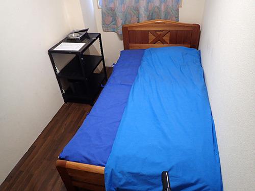 開放感はないけれど、どこかアジアンリゾートを思わせるベッドルーム。