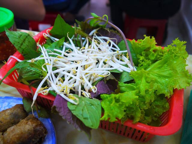 こんな感じで盛られてくる、ただしベトナム人でも食べ切れないことが多い。