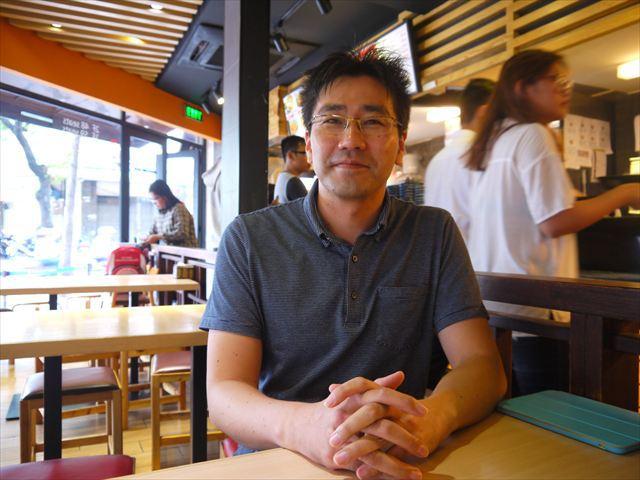山本さん。ベトナムの丸亀製麺の出店を任される前は、台湾の出店を任されていた。