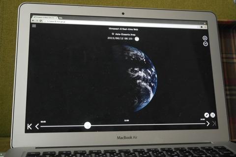 この画面をプロジェクターで半球に投影する