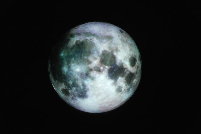 月。元画像はNASAのこれ</a>。