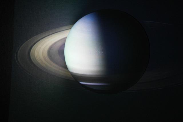 土星。元画像はNASAのこれ</a>。