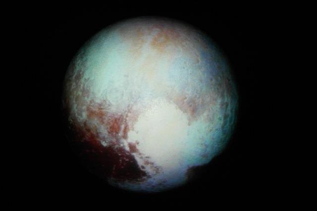 冥王星。元画像はNASAのこれ</a>。