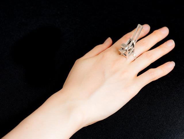 大好きなガントリークレーン、通称「キリン」を指輪にしました。かわいい。