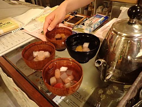 希望者(チャレンジャー)には、めんつゆの代わりとしてフルーツみつ豆も用意された。