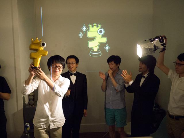 前年度プカデミーは『どうでもいい絵描き歌』シリーズを作った藤原浩一に輝いた。豪華ゲストは東京No.1ソウルセットのBIKKEさん。そして今年のゲストは……