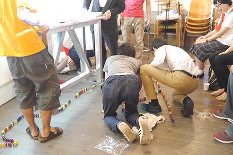 花池と吉田はプカデミー賞当日ステージ上でドミノ倒しに挑戦した。動線(人の動き)をよく考えて出演者に倒されないようにステージ上にドミノを立てていく。残念ながら出しもののたびに倒れていた