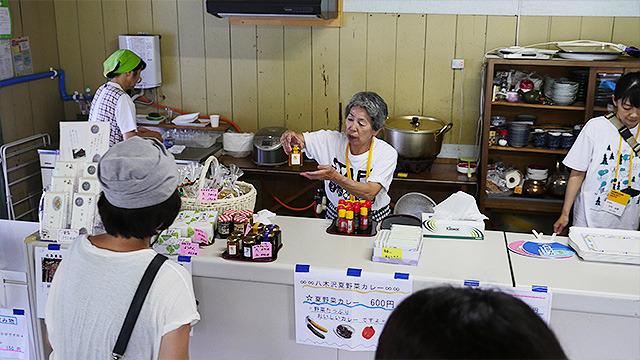 ちなみにメイン会場では土日とお盆期間中だけ地元のお母さんたちによるカフェが設置されている。数量限定でほおずきジュースも出るそうだ。