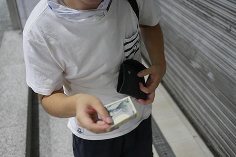 「お金とるんですか!?」あくまでもムードを高めるものなのでと説得してお金を徴収する