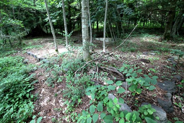 少し先には、大正11年(1922年)に開業した「大石茶屋」の跡があった