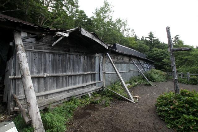 四合五勺の山小屋である。比較的状態は良いが、やはり廃墟なのだろうか