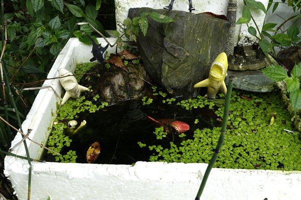 リアルに水の中に配置されたジョーズ・ジオラマ