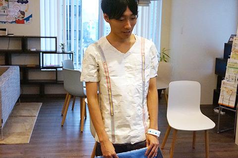 変なところにジッパーついてるおしゃれTシャツに変更。