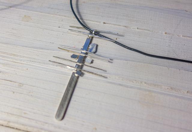 で、結局細ーく切った銀を電線にした。うーん…いまひとつ…