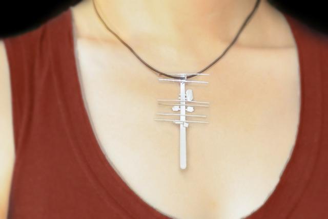 シルバーの電柱ネックレス。微妙な出来ですが、どうか制作過程を聞いてください。