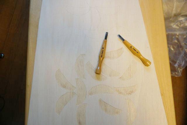彫刻刀なんて小学生ぶりに使うので何だか楽しい。