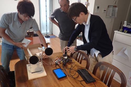紹介が遅れましたがこちらが同僚の安藤(左)、父をはさんで石川(右)