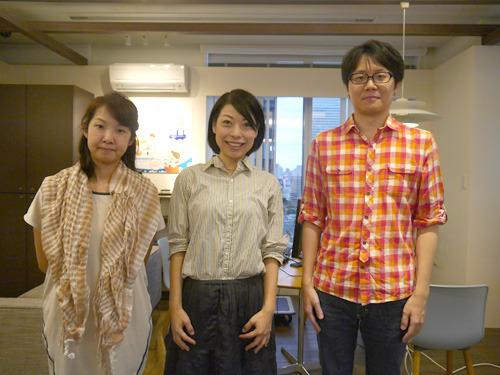 せっかくなので、ボタンを押した娘側も記念写真を撮っておいた。左から、編集部橋田、古賀(私です)、藤原