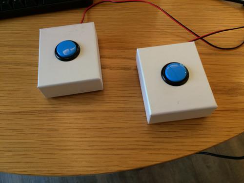 完成したコントローラ。ゲーム筐体用のボタンを使ったので無駄に耐久性が高い