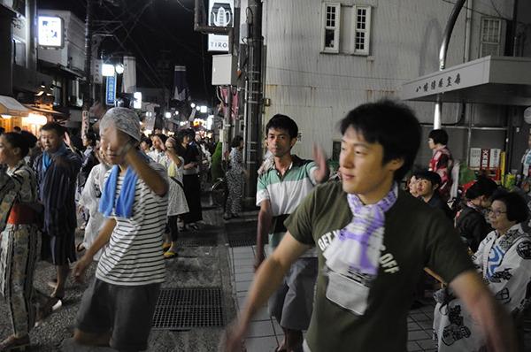 左から、首に青いタオルかけてるのが息子。ポロシャツが38歳(名前知らん)、首にタオル結んでるのがしょうごう。後一人、天馬というやつもいる。