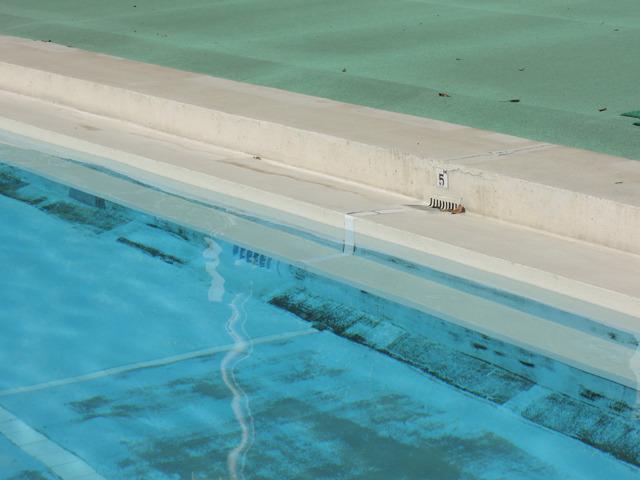 元町公園プールで一番冷たいのはこの場所、5メートルの位置(誤差内ですが)