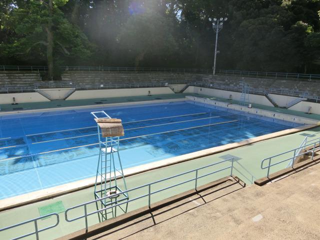 少し、元町公園プールが可哀想すぎやしないか?