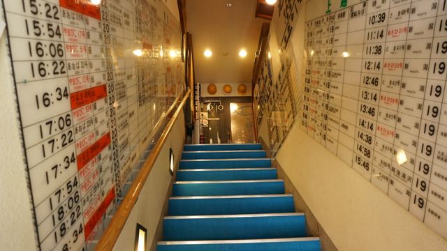 照明も相まって、わたしの興奮が写し出されたようなキラキラの階段。ロボットアニメのカタパルトのような高揚感!