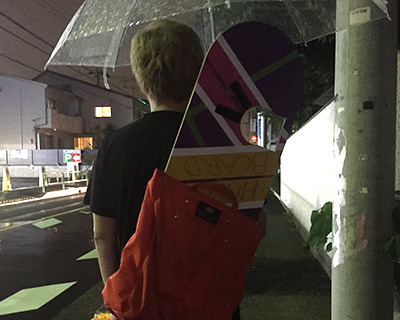 ホバーボードを背負ったままスーパーでキャベツ買って帰った。未来から来た人だと思われたかもしれない。