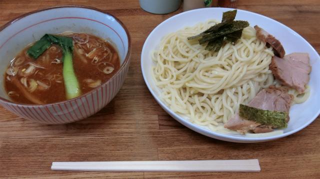 みそつけ麺。チャーシューが分厚くて、味もしっかりついている。スープにつけて食べたら、2倍はうまい。