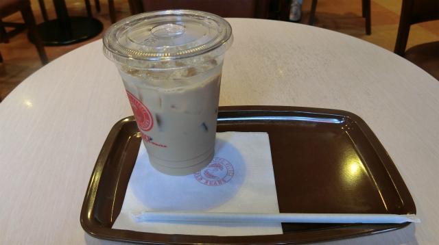 旅行先では変わったお茶があるかもしれないが、ここは地元なのでカフェオレにした。