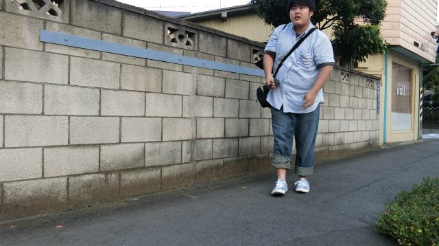 足が痛いわけではないが、全体的に辛そうな写真が撮れたので歩いた証拠に載せておきます。
