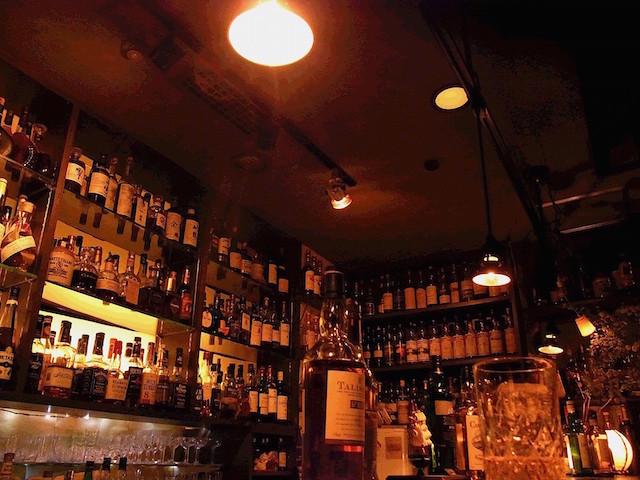 店内には大量のウイスキー